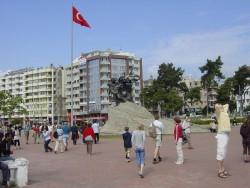102 Antalya, Vrijheidsplein